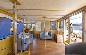 The bridge and guest area leading to the aft deck