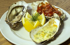 Chef Stevie - a trio of oysters, photo Nigel Spencer
